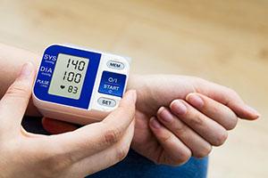 Артериальное давление 140 на 100: что это значит и что делать?
